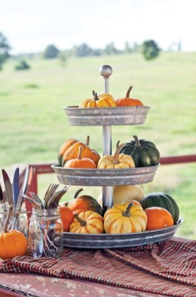 Admiring White And Orange Pumpkin Centerpieces Ideas For Halloween 30