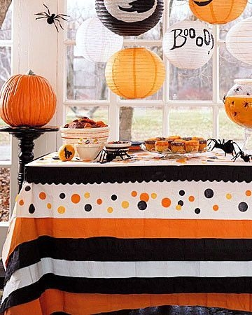 Admiring White And Orange Pumpkin Centerpieces Ideas For Halloween 33