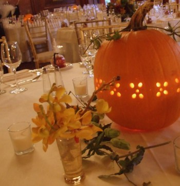 Admiring White And Orange Pumpkin Centerpieces Ideas For Halloween 43