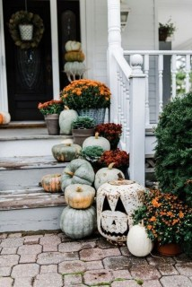 Adorable Fall Diy Decorating Ideas For Patio To Try 02