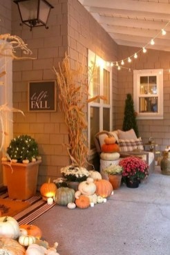 Adorable Fall Diy Decorating Ideas For Patio To Try 25
