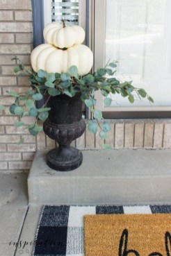 Adorable Fall Diy Decorating Ideas For Patio To Try 27