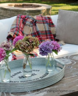 Adorable Fall Diy Decorating Ideas For Patio To Try 33