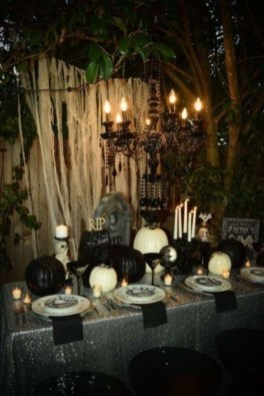 Best Halloween Party Décor Ideas For Dining Table 06