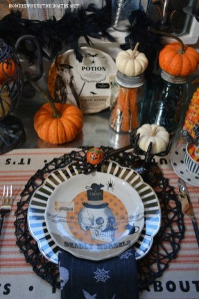 Best Halloween Party Décor Ideas For Dining Table 27