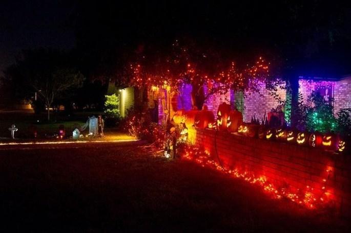 Casual Diy Outdoor Halloween Decor Ideas For Your Frontyard 37