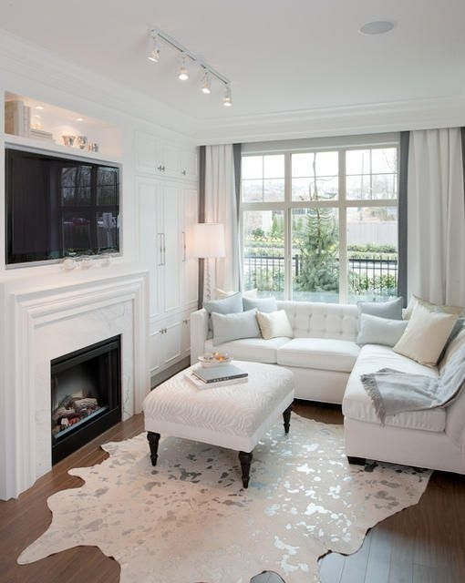 Delicate Living Room Design Ideas With Fireplace To Keep You Warm This Winter 25