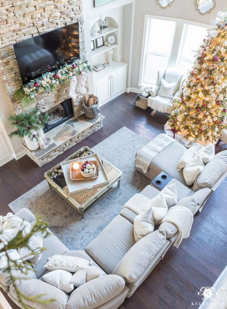Delicate Living Room Design Ideas With Fireplace To Keep You Warm This Winter 44
