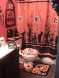 Delightful Halloween Decorating Ideas For Your Bathroom 12