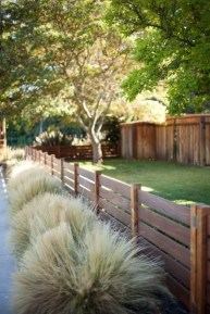 Extraordinary Front Yard Fence Design Ideas With Wood Material For Small House 01