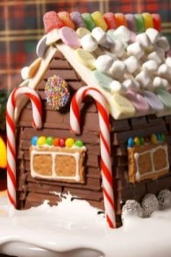 Fantastic Diy Gingerbread House Ideas For Your Décor To Try Asap 40