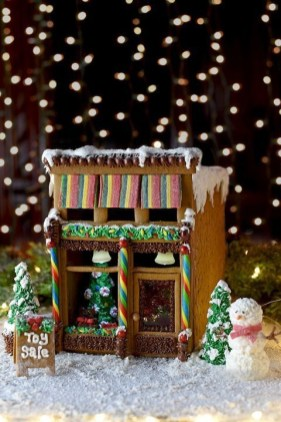 Fantastic Diy Gingerbread House Ideas For Your Décor To Try Asap 42