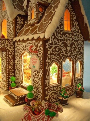 Fantastic Diy Gingerbread House Ideas For Your Décor To Try Asap 45