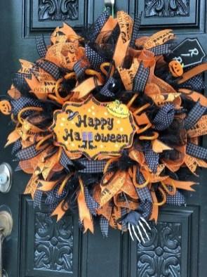 Splendid Wreath Designs Ideas For Front Door To Welcome Halloween 06