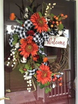 Splendid Wreath Designs Ideas For Front Door To Welcome Halloween 08