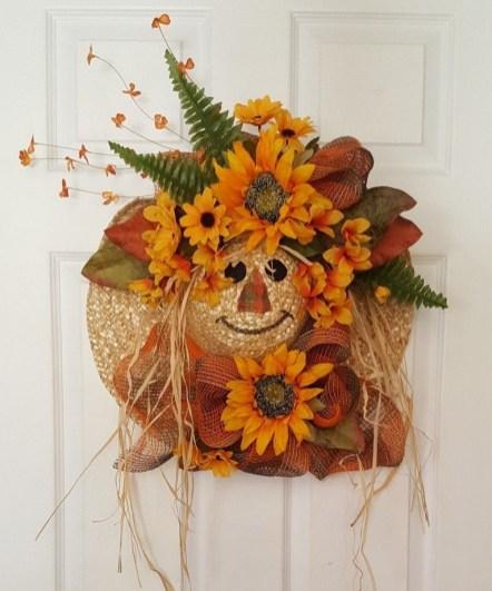 Splendid Wreath Designs Ideas For Front Door To Welcome Halloween 18