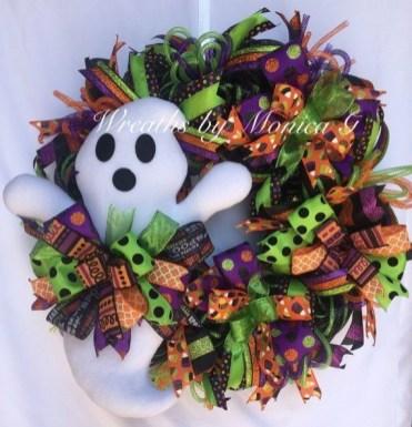 Splendid Wreath Designs Ideas For Front Door To Welcome Halloween 21