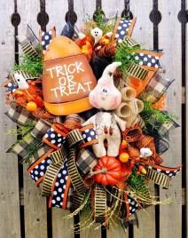 Splendid Wreath Designs Ideas For Front Door To Welcome Halloween 24