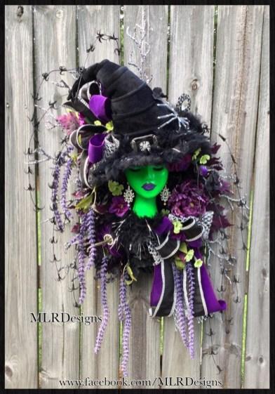 Splendid Wreath Designs Ideas For Front Door To Welcome Halloween 32