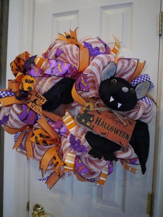 Splendid Wreath Designs Ideas For Front Door To Welcome Halloween 39