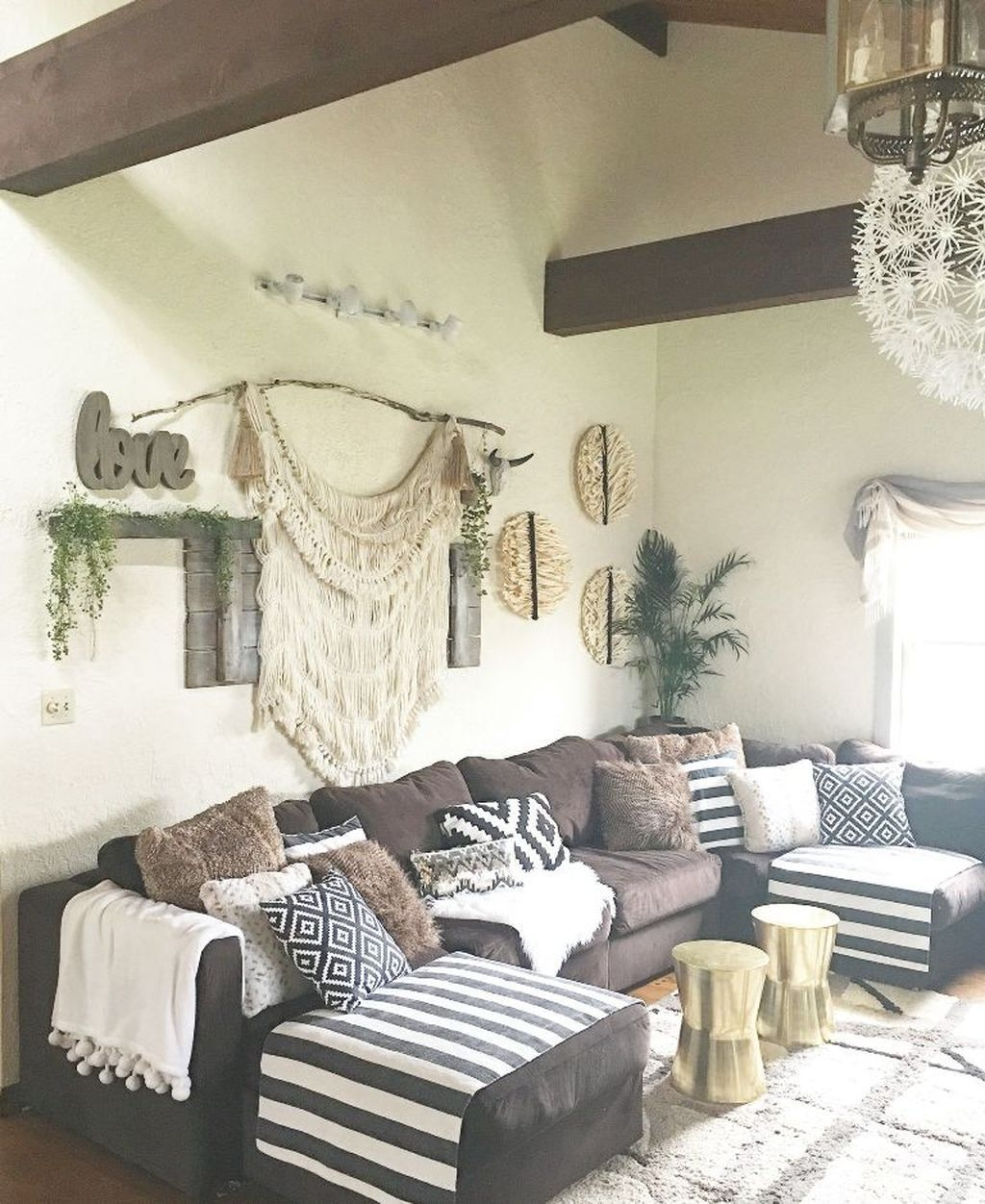 Comfy Farmhouse Living Room Decor Ideas That You Need To See 10