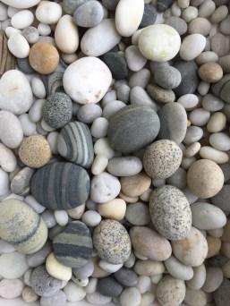 Hottest Diy River Rocks Design Ideas For Summer Garden 24