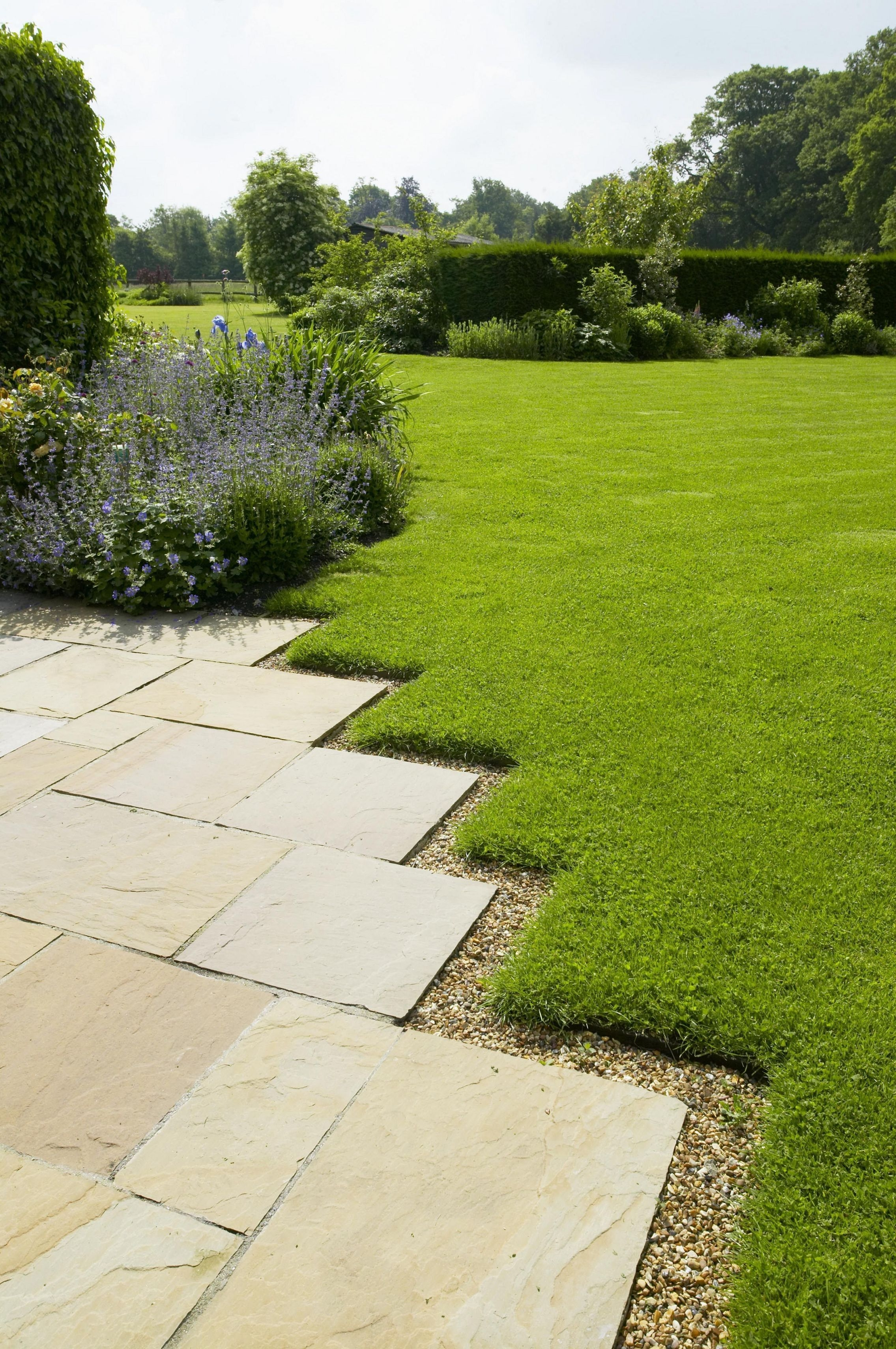Pretty Lawn Edging Design Ideas For Your Yard To Try 11
