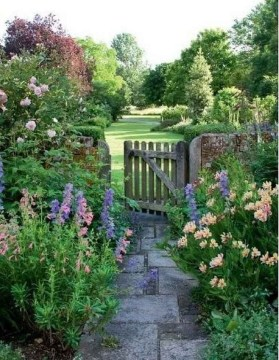 Stunning Garden Designs Ideas For Cottage To Try In 2019 24