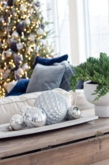 Affordable Colorful Living Christmas Décor Ideas That Suitable For You 10