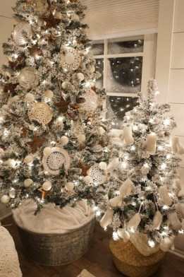 Affordable Colorful Living Christmas Décor Ideas That Suitable For You 17