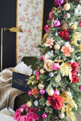 Affordable Colorful Living Christmas Décor Ideas That Suitable For You 25