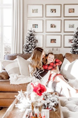 Affordable Colorful Living Christmas Décor Ideas That Suitable For You 35