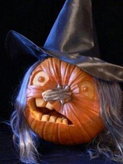 Cozy Pumpkin Carving Design Ideas You Can Do Yourself 22