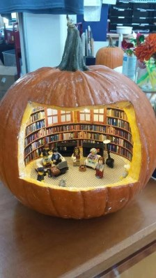 Cozy Pumpkin Carving Design Ideas You Can Do Yourself 27