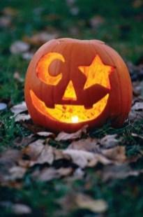 Cozy Pumpkin Carving Design Ideas You Can Do Yourself 28