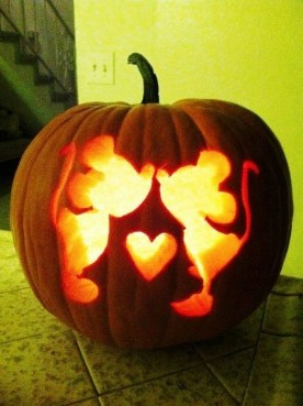 Cozy Pumpkin Carving Design Ideas You Can Do Yourself 44