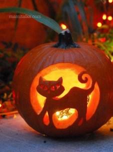 Cozy Pumpkin Carving Design Ideas You Can Do Yourself 46