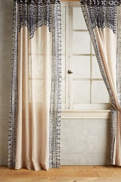Favorite Living Room Curtain Design Ideas To Enhance Your Living Room 35