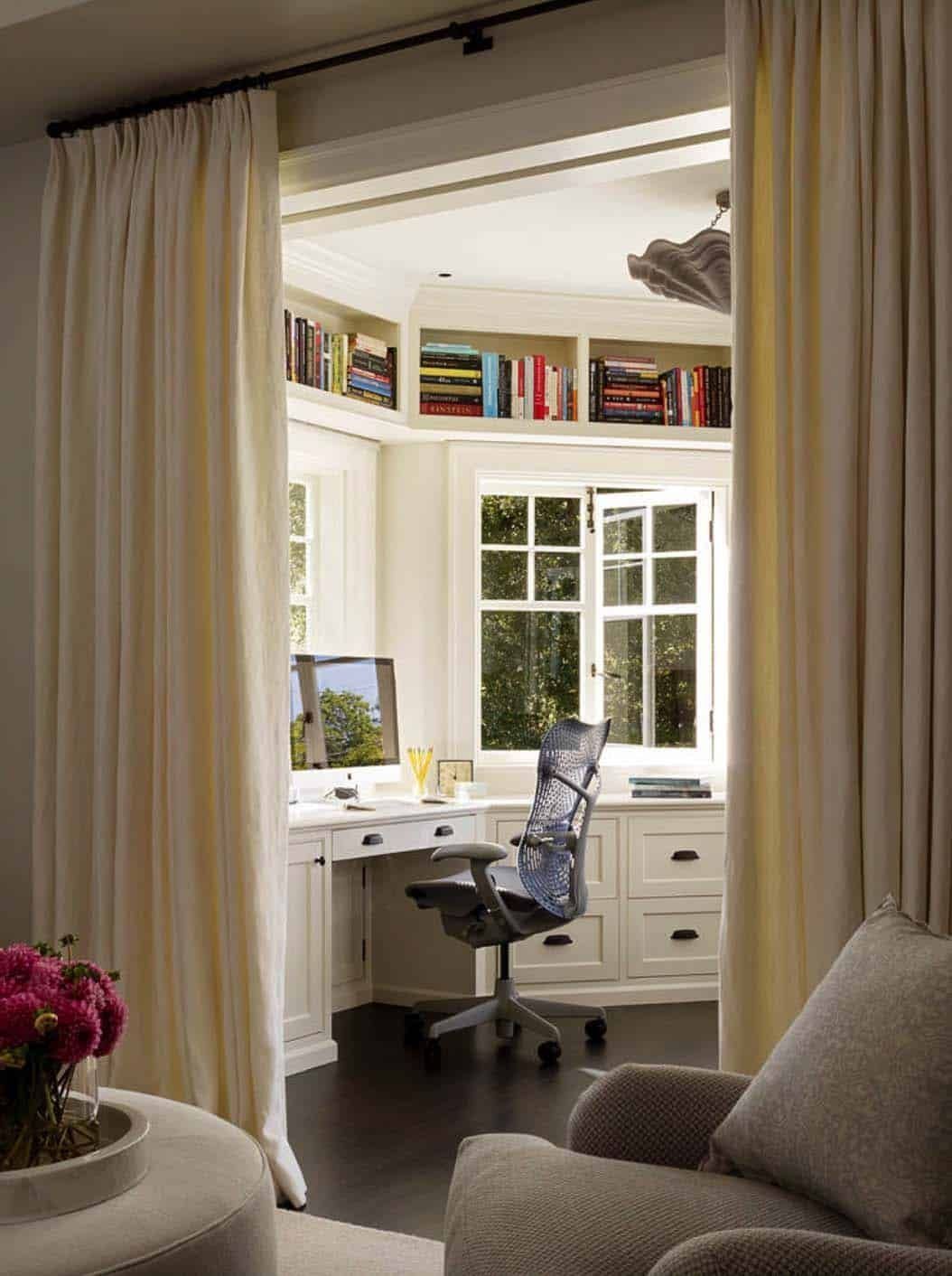 Gorgeous Traditional Small Home Office Design Ideas For You To Have 06