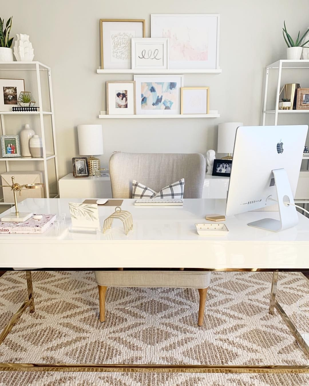 Gorgeous Traditional Small Home Office Design Ideas For You To Have 34