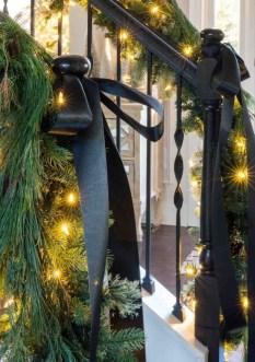 Wonderful Black Christmas Decorations Ideas That Amaze You 04