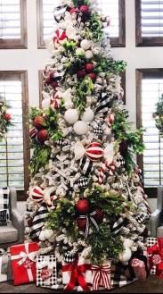 Wonderful Black Christmas Decorations Ideas That Amaze You 05