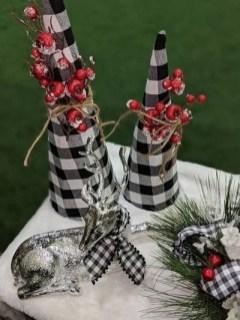 Wonderful Black Christmas Decorations Ideas That Amaze You 32