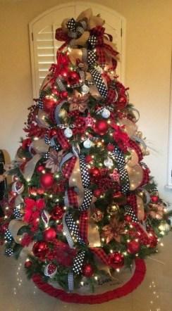 Wonderful Black Christmas Decorations Ideas That Amaze You 34