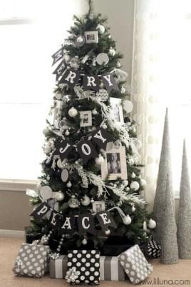 Wonderful Black Christmas Decorations Ideas That Amaze You 42