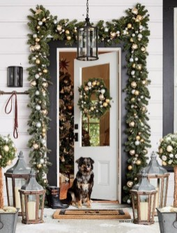Comfy Christmas Front Porch Decor Ideas To Looks More Elegant 12