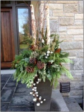 Comfy Christmas Front Porch Decor Ideas To Looks More Elegant 15