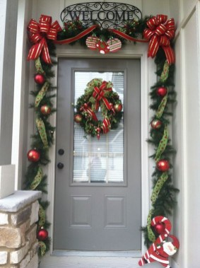 Comfy Christmas Front Porch Decor Ideas To Looks More Elegant 18