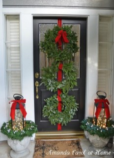 Comfy Christmas Front Porch Decor Ideas To Looks More Elegant 21