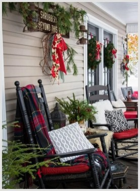 Comfy Christmas Front Porch Decor Ideas To Looks More Elegant 34